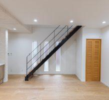 スチール階段クローズタイプ