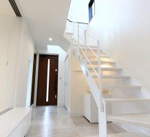 クローズタイプ階段 / 手摺り施工