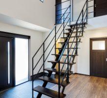 ストレート階段、両側手摺り施工