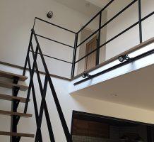 ストレート階段、手摺施工
