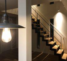 デザイン性の高いサンダータイプの階段