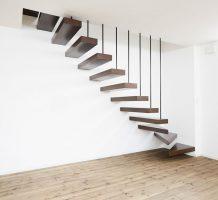片持ち階段下3段廻りの施工