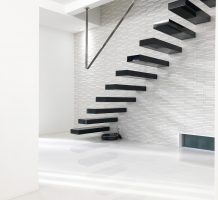 片持ちの階段の施工