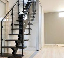 1本桁階段と階段手摺り