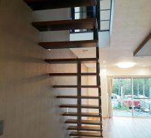 片持ち階段の施工